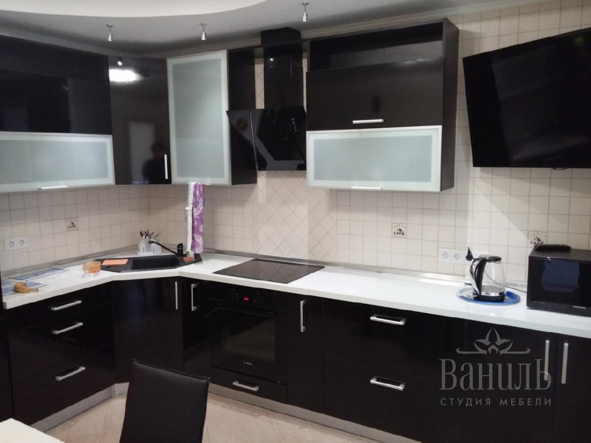 черно белая кухня на заказ купить недорого в киеве в белом цвете фото